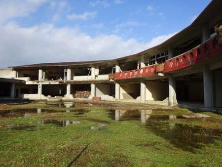 東日本大震災の津波により大きな被害を受けた石巻市立大川小学校の校舎。先月、33年の学校の歴史に幕を下ろす閉校式が行われ、校舎は「震災遺構」として保存される(写真:PIXTA)