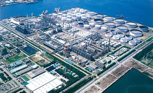 """<span class=""""fontBold"""">検査工程の不正が相次いで見つかった丸善石油化学の千葉工場。事件を受けて様々な対応策に追われている</span>"""