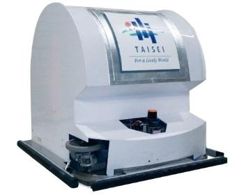 "<span class=""fontBold"">現場の清掃を自動化する「T-iROBO Cleaner」。総重量は約80kg。大型リチウムバッテリーを搭載し9時間以上の連続運転が可能</span>(写真:大成建設提供、下2点も)"
