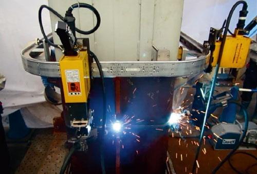 """<span class=""""fontBold"""">建物の鉄骨柱の現場溶接を自動化する「T-iROBO Welding」。シールド機の組み立てに使えないか検討中</span>"""