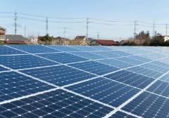 "<span class=""fontBold"">現在の主流の太陽電池。住宅の屋根や大規模発電施設に使われる</span>(写真=ユニフォトプレス)"