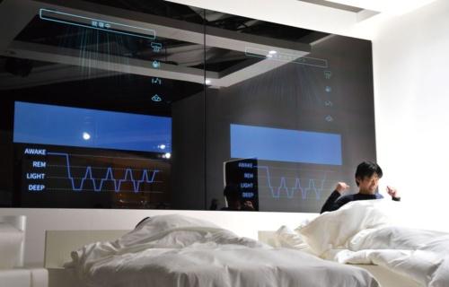パナソニックが披露した睡眠改善技術のデモの様子(写真=Kyodo News/Getty Images)