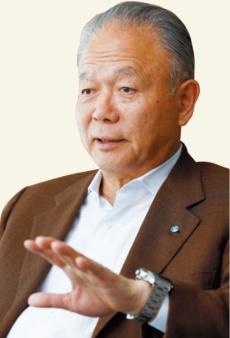 """<span class=""""fontBold"""">[よしだ・ただひろ]2011年YKK、YKKAP会長。ファミリービジネス の吉田興産社長としてヤギのチ ーズ事業を立ち上げる。</span>(写真=竹井 俊晴)"""