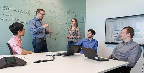 """<span class=""""fontBold"""">2017年1月に設置したAIの基礎研究所「Bosch Center for Artificial Intelligence(BCAI)」もこの中にある。要素技術の開発者だけではなく、さまざまな分野の技術者が集結するため、イノベーションが生まれやすい</span>"""