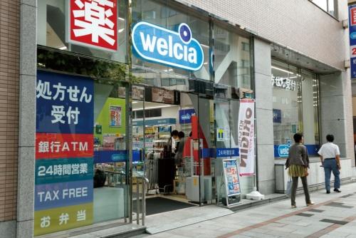 都心のオフィス街にある24時間営業の神田小川町店。コンビニと同様のサービスを提供(写真=竹井 俊晴)