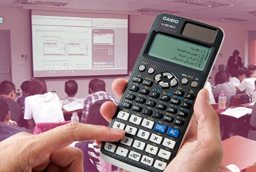 "<span class=""fontBold"">世界で販売する関数電卓は、アラビア語表示などに対応。現地化を進めている</span>(写真=電卓:スタジオキャスパー)"