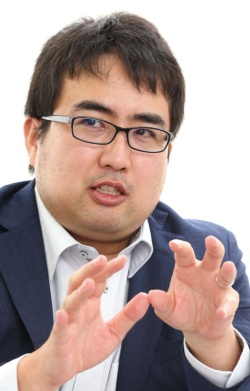 <b>岡野原大輔</b> Daisuke Okanohara<br /> <b>プリファード・ネットワークスの創業者で取締役副社長。1982年生まれ。東京大学大学院情報理工学系研究科博士課程修了。</b>(写真=陶山 勉)
