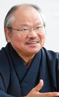 <b>安部龍太郎</b> Ryutaro Abe<br /> <b>1955年、福岡県生まれ。90年『血の日本史』でデビュー。2013年『等伯』で直木賞受賞。2016年12月から『家康』5部作の発刊を始めた。続編は今年2月頃から地方紙で連載を始める予定。</b>(写真=村田 和聡)