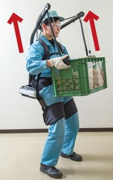 <b>クボタの製品は荷物を頭の位置まで上げられる</b>(写真=福島 正造)