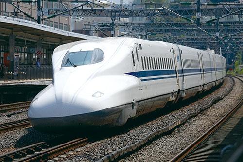 <b>新幹線には地震発生時に安全に列車を止めるシステムが備わっており、しかも改良が続いている</b>(写真=井上 孝司)