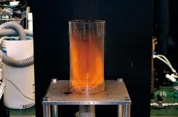 燃えにくいアンモニアでも、独特の渦巻きのような状態になれば安定的な燃焼が可能に(写真=JST提供)