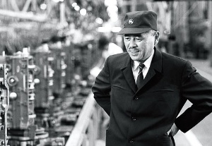 <b>大野耐一は足繁く工場の現場に通い、カイゼンの普及に力を尽くした</b>(写真提供=トヨタ)