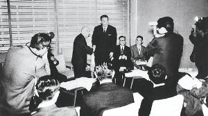 <b>1966年、トヨタと日野自動車は業務提携の記者発表を行った</b>(写真提供=トヨタ)