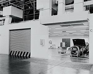 <b>東富士研究所・排ガス試験棟。トヨタは排出ガス規制に対応し、武器に変えていった</b>(写真提供=トヨタ)