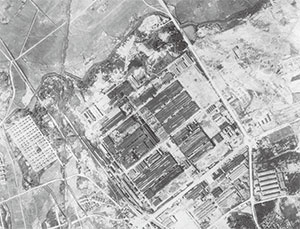 <b>終戦直後のトヨタ挙母工場の写真(米国戦略爆撃調査団撮影)</b>(写真提供=トヨタ)