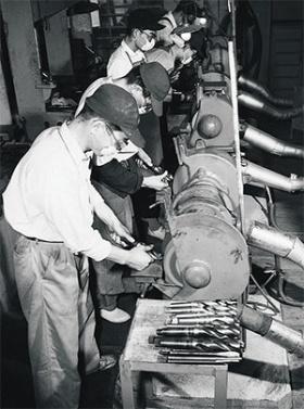 <b>大野は社内の反対を押し切って集中研磨を導入した(1951~52年頃の様子)</b>(写真提供=トヨタ)