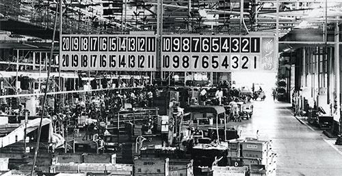<b>上郷工場のエンジン組み立てラインに設置された初期のアンドン</b>(写真提供=トヨタ)