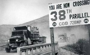 <b>朝鮮戦争は大量のトラックを必要とし、日本経済全体にも特需をもたらした</b>(Photo by Interim Archives/Getty Images)