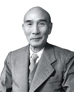 <b>トヨタ自動車第3代社長として経営危機を乗り越えた石田退三は、創業者、豊田喜一郎の復帰を願い、説得した。他方、喜一郎のいとこで、後に第5代社長を務める豊田英二にアメリカ留学をすすめるなど、次代も見据えながらトヨタを支えた</b>(写真提供=トヨタ)
