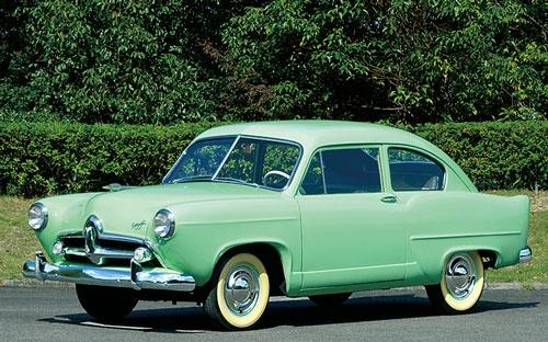 <b>1951年、東日本重工がアメリカのカイザー・フレーザー社と提携して発売した乗用車「ヘンリーJ」</b>(写真提供:トヨタ博物館)