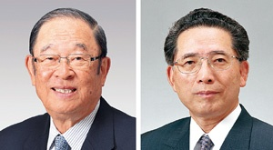 <b>張富士夫(現・名誉会長、左)と池渕浩介(元・副会長)は1960年にトヨタに入社。のちにトヨタ生産方式を体系化した大野耐一の薫陶を受ける</b>(写真提供=トヨタ)
