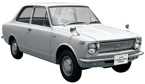 <b>1966年、トヨタはカローラを発売した。大衆車のベストセラーとして、後に世界140カ国で3000万台以上を売り上げることになる、その第一歩を踏み出した</b><br />(写真提供=トヨタ)