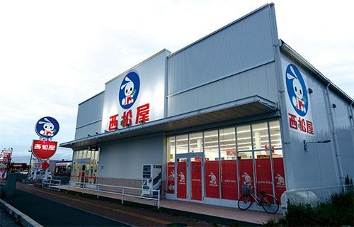 <b>西松屋・越谷大袋店。シンプルを身上とし、外観に過度な投資はしない</b>(写真=竹井 俊晴)