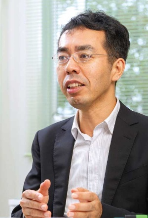 <b>ビジネスアナリシスセンターの初代所長を務めた滋賀大学の河本薫教授</b>(写真=菅野 勝男)