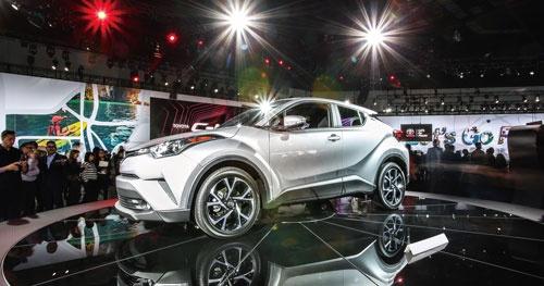 <b>新型SUV(多目的スポーツ車)の「C-HR」はプリウスの部品を多く流用した</b>