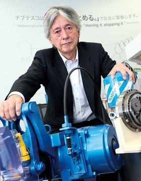 <b>[てらもと・かつひろ]<br/>1979年東京大学経済学部卒、神戸製鋼所入社。2007年ナブテスコ入社。営業や企画畑を経て、17年3月から現職。長期休暇にはスキューバダイビングを楽しむ。兵庫県出身。61歳。</b>(写真=陶山 勉)