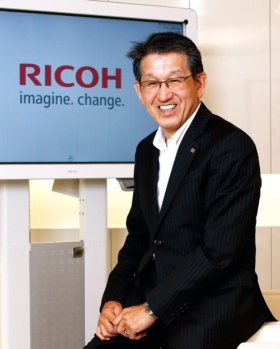 <b>[やました・よしのり]<br />1980年広島大学卒、リコー入社。2011年常務執行役員、12年取締役専務執行役員、14年ビジネスソリューションズ事業本部長、16年副社長。17年4月から現職。</b>(写真=竹井 俊晴)