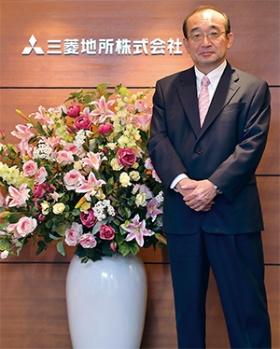 <b>[ よしだ・じゅんいち ] <br>1982年東京大学法学部卒、三菱地所入社。人事部長などを経て、2014年常務執行役員、16年取締役執行役常務、17年4月に社長。福岡県出身。59歳。</b><br>(写真=菊池 一郎)