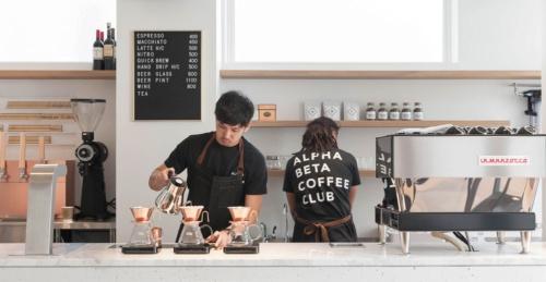 """<span class=""""fontBold"""">東京・自由が丘にオープンした「ALPHA BETA COFFEE CLUB」は、コーヒー豆の定期販売をするABC Coffeeが運営している</span>"""