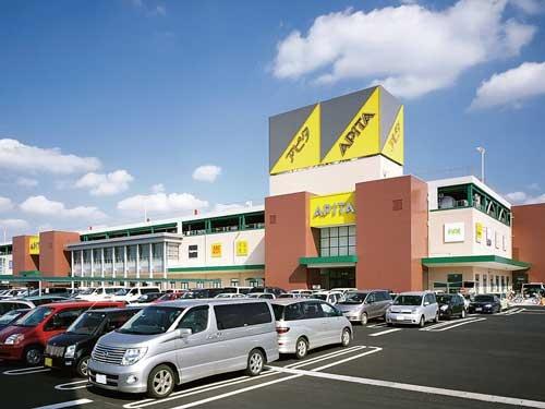 <b>専門店の台頭により、GMSは軒並み集客に苦しんでいる(愛知県のユニ-店舗)</b>