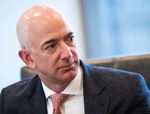 <b>アマゾンのベゾス最高経営責任者の一手が業界全体を揺るがす</b>(写真=Drew Angerer /Getty Images)