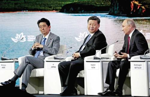 """<span class=""""fontBold"""">国際会議を舞台に外交ゲームが展開されている</span>(写真=EPA=時事)"""