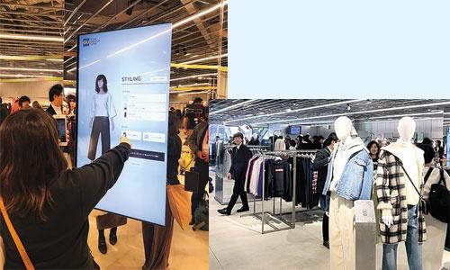 "<span class=""fontBold"">全身画像を見ながら服の組み合わせを選ぶ(左)。様々な商品を店内で試着できる(右)</span>"
