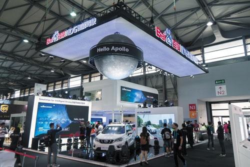 """<span class=""""fontBold"""">バイドゥは上海で開催された「CESアジア2017」でアポロの自動運転の試作車を展示 </span>(写真=Imaginechina)"""