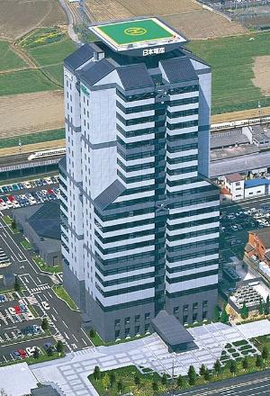"""<span class=""""fontBold"""">2003年、創業30周年で建設した新本社ビル。京都市内で最高の高さにこだわった</span>"""