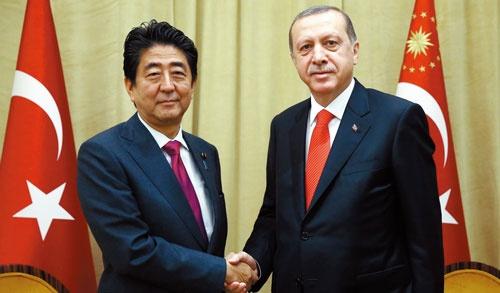<b>安倍晋三首相はエルドアン大統領との会談のたびに、つり橋をはじめとした大型インフラ輸出を話題にしたが受注できなかった</b>(写真=Abaca/アフロ)