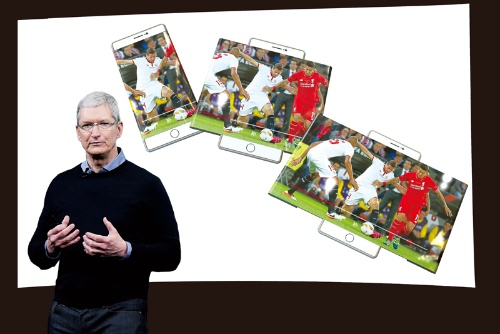<b>液晶と異なり曲がるのも有機ELの特徴。縦長のスマートフォン画面が必要に応じてワイドスクリーンに変身する。ディスプレーが変われば、タブレットやパソコンが不要となる?</b>(写真=クック氏:Getty Images、画面内:MarcaMedia/アフロ CG=千塚 鉄也 デザイン=藤田 美夏)