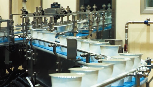 "<span class=""fontBold"">今年9月に本格稼働したセコマ子会社のヨーグルト工場(北海道豊富町)。生産にも手を広げ、収益源を多様化している</span>"