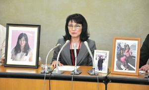 <b>高橋まつりさんの自殺が労災認定され、記者会見を開いた母親の幸美さん</b>(写真=朝日新聞社)