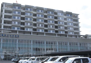 "<span class=""fontBold"">KYBの装置を採用する徳島県立中央病院</span>(写真=毎日新聞社/アフロ)"