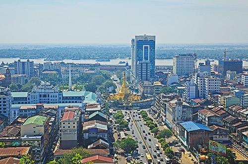 "<span class=""fontBold"">ミャンマー最大の都市ヤンゴン。近郊には工業団地が広がり、日系企業が集中している</span>(写真=アフロ)"