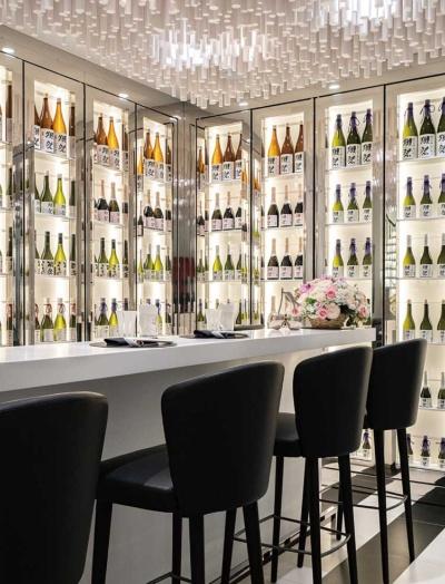"""<span class=""""fontBold"""">パリのフレンチレストランでは、ロブション氏のセンスで獺祭を提供する</span>"""