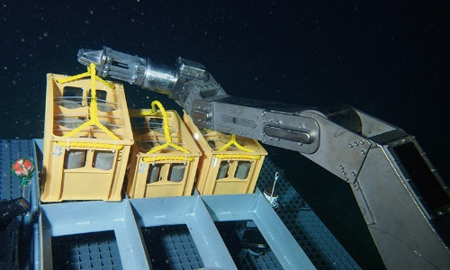 "<span class=""fontSizeL"">海底での構造物の建設に向けた取り組みがスタート</span>"