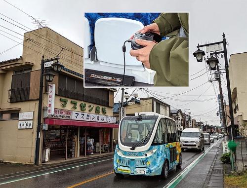"""<span class=""""fontBold"""">茨城県境町を走る自動運転バスにはハンドルがなくドライバーがコントローラーで操作する</span>"""