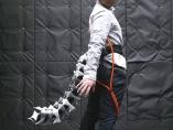 「尻尾」や「第3の腕」も 人間拡張で身体・認知の限界突破