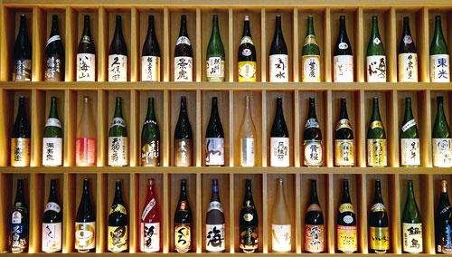 """<span class=""""fontBold"""">フジワラテクノアートの様々な醸造用機械は、国内各地の蔵に採用されている</span>"""